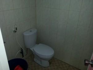 toilet duduk di Griya Kusuma