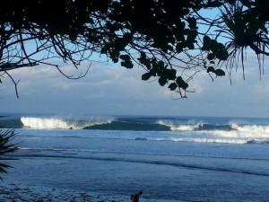 Ombak Pagi di Pantai Indrayanti