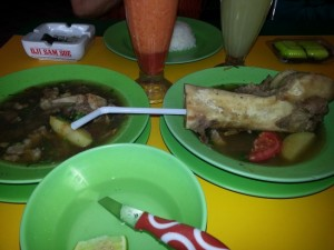 sop sumsum dan sop daging sapi