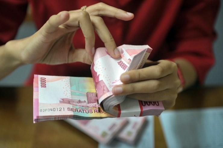 UU Mata Uang mewajibkan pemakaian 'mata uang Merah Putih' di negeri 'Merah Putih'. Foto oleh AFP