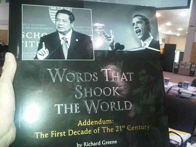 Cover buku SBY. Buku ini menyejajarkan SBY dengan Obama.